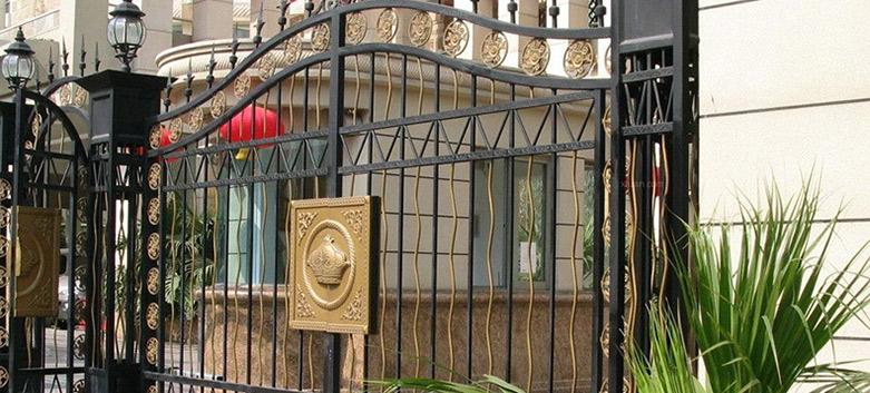 繁荣世纪专家教您如何维护铁艺大门